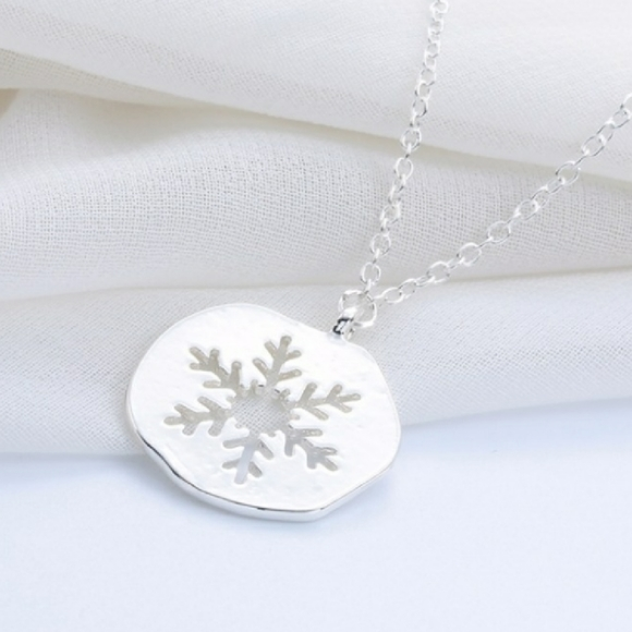 🎄 Jewelry - Snowflake cutout necklace silver pendant